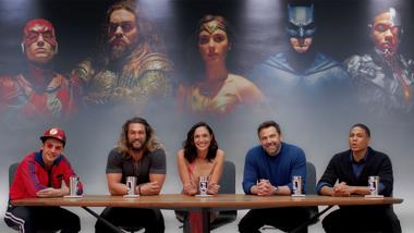 Justice League - IMAX clipje cast