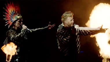 Take That - Relight My Fire - clipje