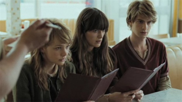 never let me go film vs Never let me go, director mark romanek's introspective adaptation of kazuo ishiguro's novel, is a work of subtle beauty -- a melancholy meditation on the finality of life and the choices we make as our time shortens.