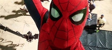 Tom Holland deelt Spidey-selfie
